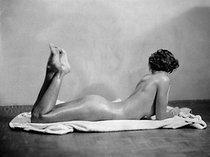 Roger-Viollet | 591086 | Study of a female nude. | © Laure Albin Guillot / Roger-Viollet