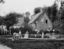 Roger-Viollet | 594134 | Washerwomen in Normandy, about 1900. | © Léopold Mercier / Roger-Viollet