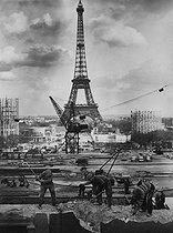 Roger-Viollet | 596513 | Preparations for the 1937 World Fair in Paris. | © LAPI / Roger-Viollet