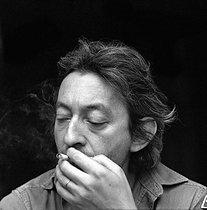 Roger-Viollet | 597651 | Serge Gainsbourg (1928-1991), French singer-songwriter. | © Patrick Ullmann / Roger-Viollet