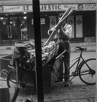 Roger-Viollet | 599993 | Baker. Paris, circa 1945. | © Gaston Paris / Roger-Viollet