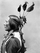 Roger-Viollet   601302   Sioux. Paris, circa 1900.   © Léopold Mercier / Roger-Viollet