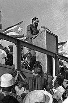 Roger-Viollet   604143   Fidel Castro (1926-2016), Cuban revolutionary and statesman, making a speech. Cuba, 1962.   © Gilberto Ante / BFC / Roger-Viollet