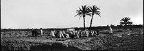 Roger-Viollet | 605910 | Meeting at the Arabian cemetery. South Algeria. | © Léon & Lévy / Roger-Viollet