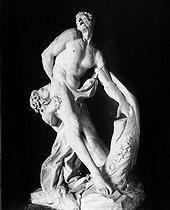 Roger-Viollet | 607992 | Milon de Crotone par Puget, Louvre. | © Léopold Mercier / Roger-Viollet