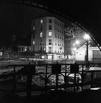 Roger-Viollet | 608337 | Lock of the Canal Saint-Martin. Paris (Xth arrondissement), 1937. | © Pierre Jahan / Roger-Viollet