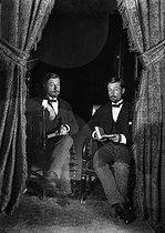 Roger-Viollet | 608522 | Photographic effect. Bilocation by Henri Roger. Photo-powder, 1893. | © Henri Roger / Roger-Viollet