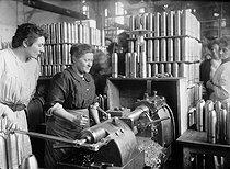 Roger-Viollet | 613553 | War - Women at work | © Maurice-Louis Branger / Roger-Viollet