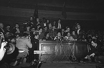 Roger-Viollet | 614025 | May-June 1968 events. General assembly with Daniel Cohn-Bendit on the microphone, in the big lecture hall of the Sorbonne University. Paris (Vth arrondissement), on May 28, 1968. | © Jacques Cuinières / Roger-Viollet