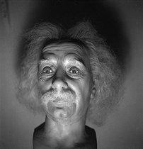 Roger-Viollet | 614564 | Grévin museum. Wax figure of Albert Einstein (1879-1955), German-born physicist and theoretician. Paris (IXth arrondissement), circa 1930. | © Gaston Paris / Roger-Viollet
