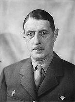 Roger-Viollet | 615991 | Guerre 1939-1945. Charles de Gaulle (1890-1970), général et futur homme d'Etat français, chef de la France libre. | © Albert Harlingue / Roger-Viollet