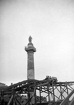 Roger-Viollet | 618472 | Foire du Trône fun fair. The scenic-railway. Paris, place de la Nation, 1941. | © LAPI / Roger-Viollet