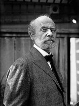 Roger-Viollet | 618641 | Auguste Perret (1874-1954), French architect. | © Albert Harlingue / Roger-Viollet