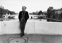 Roger-Viollet   619182   Romain Gary (1914-1980), French writer. Paris, on May 2, 1974.   © Jean-Régis Roustan / Roger-Viollet