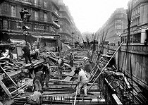Roger-Viollet | 621868 | Construction of the Paris Metro (or Metropolitain). The avenue de l'Opéra. | © Albert Harlingue / Roger-Viollet