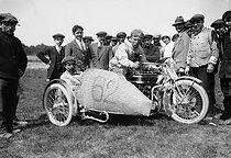 Roger-Viollet | 623428 | France - Sidecar | © Maurice-Louis Branger / Roger-Viollet