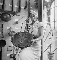 Roger-Viollet   625567   Josephine Baker in the musée de l'Homme   © Boris Lipnitzki / Roger-Viollet