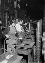 Roger-Viollet | 626286 | War - Women working in a French ammunition factory | © Maurice-Louis Branger / Roger-Viollet