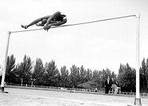 Roger-Viollet | 630285 | High jump. Thiam Papagallo. September 13, 1953. | © Roger-Viollet / Roger-Viollet