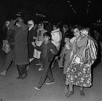 Roger-Viollet | 630613 | Algerian war. Demonstration of Algerian workers. Paris, on October 17, 1961. | © Jacques Boissay / Roger-Viollet