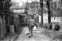 Roger-Viollet | 633022 | Louis-Ferdinand Céline (1894-1961), French writer. Meudon (France), 1955. | © Bernard Lipnitzki / Roger-Viollet