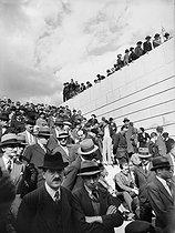 Roger-Viollet   634777   The 1937 World Fair in Paris. The crowd at the Trocadéro (XVIth arrondissement).   © Pierre Jahan / Roger-Viollet