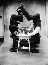 Roger-Viollet | 636576 | France - Acrobats | © Maurice-Louis Branger / Roger-Viollet