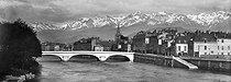 Roger-Viollet | 640534 | Grenoble (Isère). Bridge ont the Isère. Around 1900. | © Léon & Lévy / Roger-Viollet