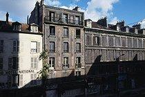 Roger-Viollet | 641430 | Old buildings, rue de Flandre. Paris (XIXth arrondissement), 1985. Photograph by Léon Claude Vénézia (1941-2013). | © Léon Claude Vénézia / Roger-Viollet