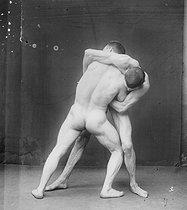 Roger-Viollet   641626   Etude de lutteurs nus vers 1900.   © Léopold Mercier / Roger-Viollet