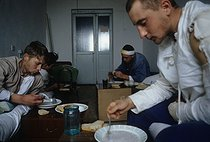 Roger-Viollet | 642881 | First Chechen War. Russian prisoner at the hospital of Stari-Atagi. Grozny (Chechen Republic, Russia), January 13, 1995. | © Jean-Paul Guilloteau / Roger-Viollet