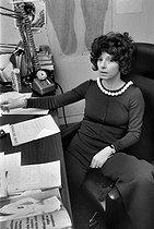 Roger-Viollet | 643491 | Régine Deforges (1935-2014), French writer and publisher. | © Jacques Cuinières / Roger-Viollet