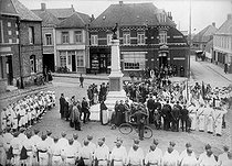 Roger-Viollet | 643911 | Polish immigration in France. Franco-Polish ceremony in the presence of the Sokols, around 1920. | © Albert Harlingue / Roger-Viollet