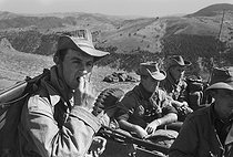 Roger-Viollet | 644306 | Algerian War of Independence. Soldiers from the fort of M'Zaourat, Mascara Area, during a routine operation of the 19th Batalion of the Chasseurs Alpins. Algeria, Summer 1961. | © Jean-Pierre Laffont / Roger-Viollet
