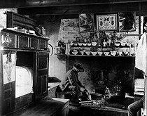 Roger-Viollet | 645085 | Breton interior (Finistère), 1909. | © Roger-Viollet / Roger-Viollet