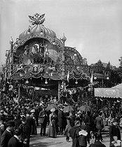 Roger-Viollet | 645147 | Gingerbread fair in Paris, about 1890. | © Léon & Lévy / Roger-Viollet