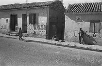 Roger-Viollet | 646883 | Algerian War of Independence. Propaganda in favour of the General de Gaulle on the walls of the village of Dublineau (present Hacine), in the Mascara Area. Algeria, April 1961. | © Jean-Pierre Laffont / Roger-Viollet