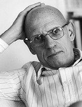Roger-Viollet | 649952 | Paul Michel Foucault (1926-1984), French philosopher, at home. Paris, April 1984. | © Bruno de Monès / Roger-Viollet