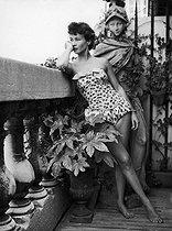 Roger-Viollet | 651682 | Ghislaine de Buisson, last wife of English writer Lawrence Durrell. | © Jack Nisberg / Roger-Viollet