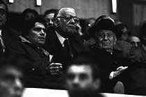 Roger-Viollet | 655315 | Bernard Tapie and Gaston Defferre, French politicians, attending a football match of the Coupe de France, on April 30, 1986. | © Roger-Viollet / Roger-Viollet