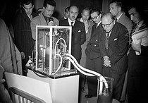 Roger-Viollet | 655626 | Coeur-poumon artificiel du professeur A. Thomas-Beaudouin, 1951. | © Roger-Viollet / Roger-Viollet