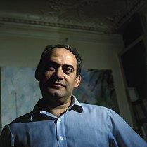 Roger-Viollet | 657401 | Roland Topor (1938-1997), French poster artist, 1982. | © Kathleen Blumenfeld / Roger-Viollet
