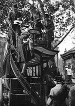 Roger-Viollet | 659614 | World War II. Madeleine-Bastille double decker bus, near the Paris Opera, on June 17, 1941. | © LAPI / Roger-Viollet