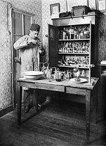 Roger-Viollet | 659766 | Self-portrait of Henri Roger in his laboratory, on January 24, 1892. | © Henri Roger / Roger-Viollet