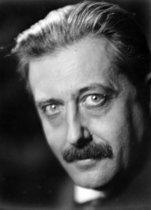 Roger-Viollet | 660397 | Georges Bernanos (1888-1948), French writer, in 1927. | © Laure Albin Guillot / Roger-Viollet