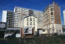 Roger-Viollet | 660968 | Modern buildings, view from the rue du Poteau. Paris (XVIIIth arrondissement), April 1972. Photograph by Léon Claude Vénézia (1941-2013). | © Léon Claude Vénézia / Roger-Viollet