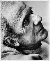 Roger-Viollet | 661231 | Gilles Deleuze (1925-1995), French philosopher, at his place. Paris, July 1988. | © Bruno de Monès / Roger-Viollet