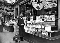 Roger-Viollet | 665770 | Preparations for the start of the new school year at the Gibert stationery shop. Paris, boulevard Saint Michel, September 1952. | © Roger-Viollet / Roger-Viollet