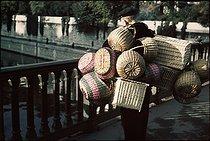 Roger-Viollet | 666907 | World War II. The banks of the Seine. Photograph by André Zucca (1897-1973). Bibliothèque historique de la Ville de Paris. | © André Zucca / BHVP / Roger-Viollet