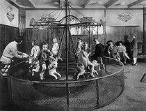 Roger-Viollet | 669022 | Fairground attraction. About 1925. | © Albert Harlingue / Roger-Viollet